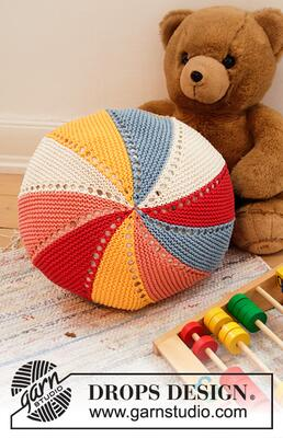 35-4 Colour Wheel Pillow by DROPS Design